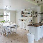 Co lepiej sprawdzi się w kuchni – krzesła czy hokery?